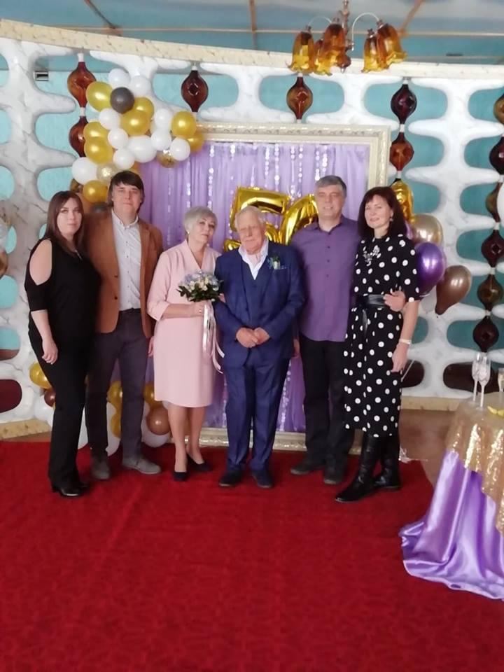 07edf0fb308e81 50 років разом: У Калуському міському відділі ДРАЦС подружня пара  відсвяткувала золоте весілля (ФОТО)