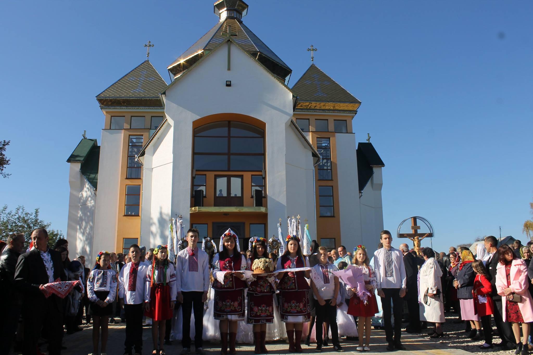 На Калущині урочисто відкрили новий храм (фоторепортаж)